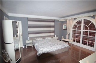 1 of the 6 Bedrooms