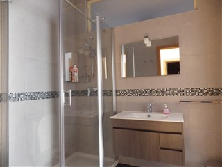 Bathroom shared by 2 Bedrooms